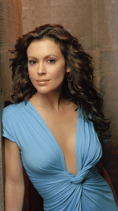charmed-alyssa-milano-paramount-pictures 750 x 1333