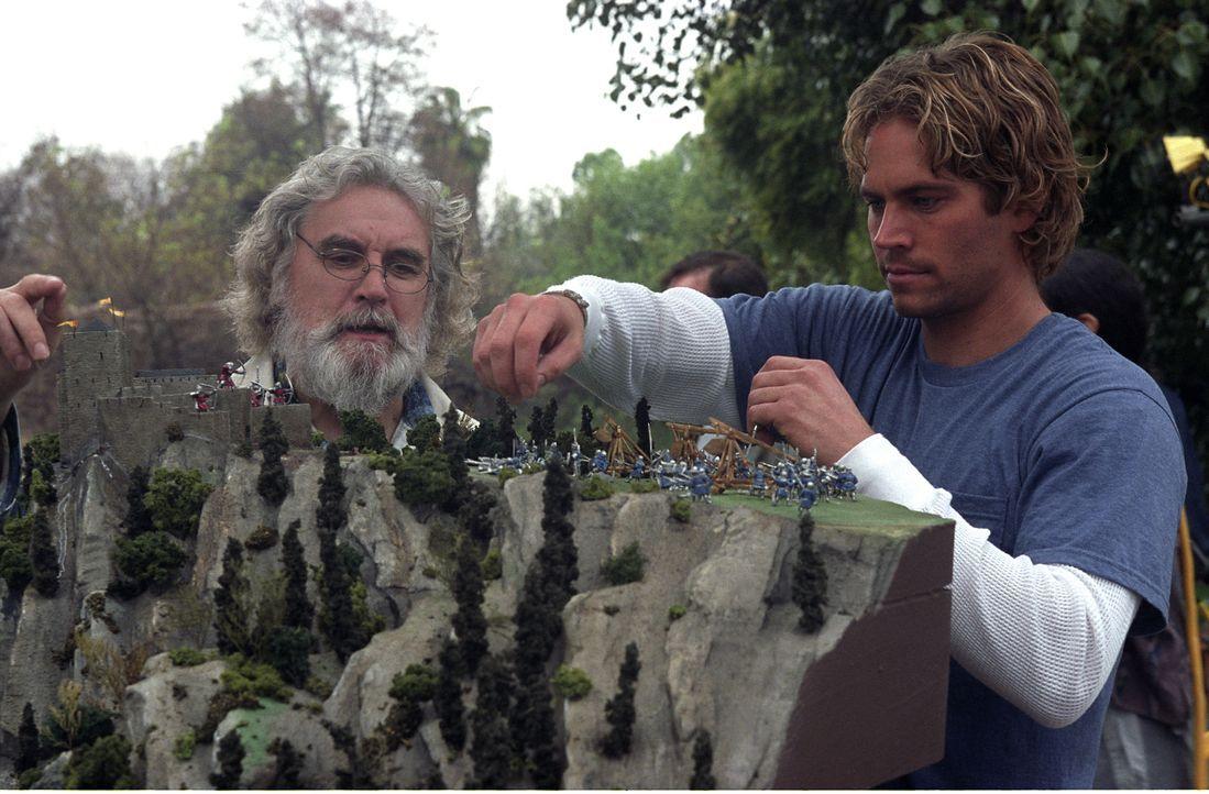 Gemeinsam mit seinem Sohn Chris (Paul Walker, r.) buddelt der Archäologie-Professor Edward Johnson (Billy Connolly, l.) in der französischen Provinz... - Bildquelle: Concorde Filmverleih GmbH