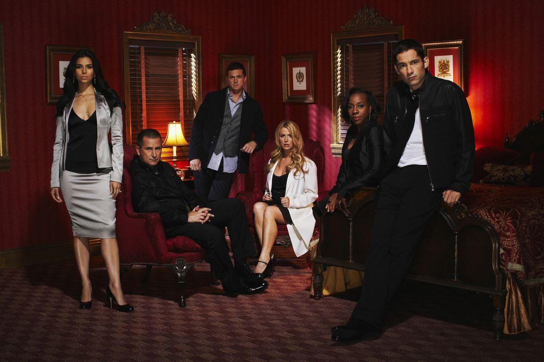 (7. Staffel) - Wenn eine Person auf unerklärliche Weise verschwindet kommen sie zum Einsatz (v.l.n.r.): Elena (Roselyn Sanchez), Detective Jack Malo... - Bildquelle: Warner Bros. Entertainment Inc.