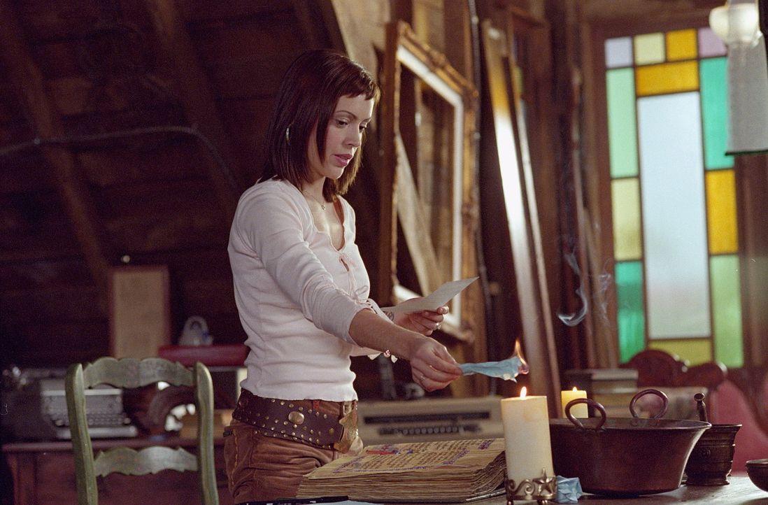 Phoebe (Alyssa Milano) spürt, dass mit Cole etwas nicht stimmt, und fragt sich, ob sie ihn wirklich heiraten soll. - Bildquelle: Paramount Pictures
