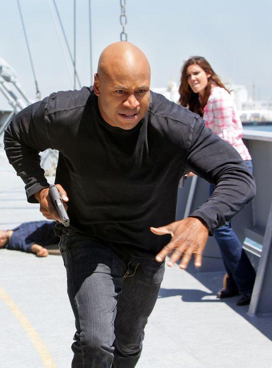 Immer im Einsatz um sein Leben für die Gerechtigkeit zu riskieren: Sam (LL Cool J, l.) und Kensi (Daniela Ruah, r.) ... - Bildquelle: CBS Studios Inc. All Rights Reserved.