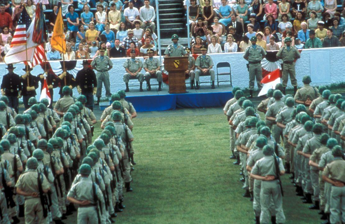 Mit pathetischen Worten werden unbeleckte junge Männer - Väter, Ehemänner, Brüder und Söhne - auf eine Kamikaze-Mission nach Vietnam geschickt ...... - Bildquelle: Paramount Pictures
