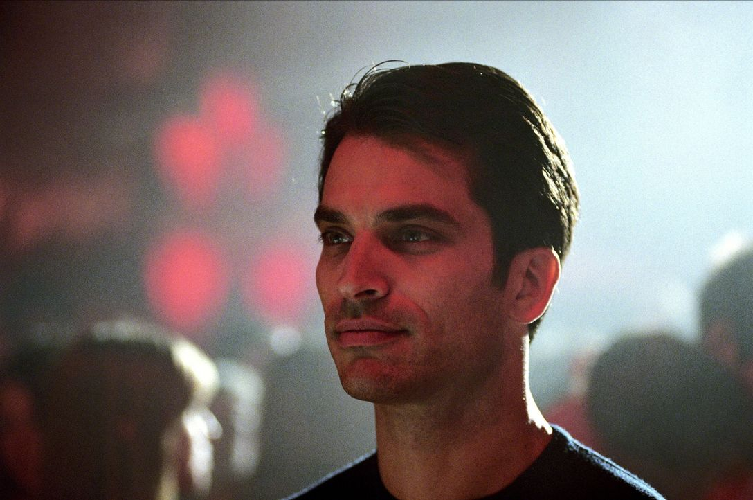 Begibt sich aufgrund eines sexuellen Abenteuers in einen Strudel aus Sex und Gewalt: der Politiker David Huxley (Johnathon Schaech). - Bildquelle: 2005 Sony Pictures Home Entertainment Inc. All Rights Reserved.