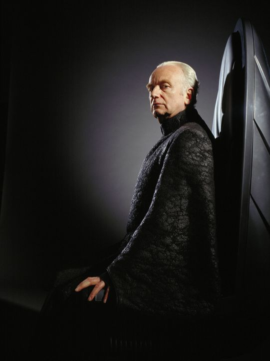 Kanzler Palpatine (Ian McDiarmid) schürt bei jeder Gelegenheit das Misstrauen Anakins gegenüber den Jedi-Rittern ... - Bildquelle: Keith Hamshere Lucasfilm Ltd. & TM. All Rights Reserved. / Keith Hamshere