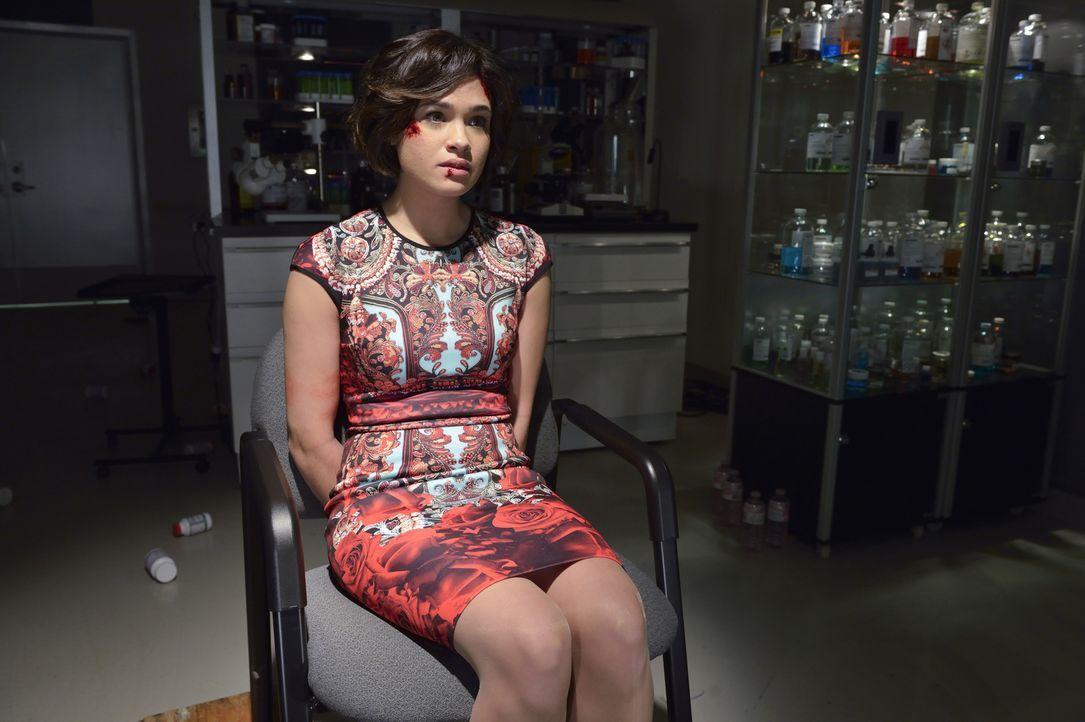 Das Bewerbungsgespräch stellt sich als Fake heraus. Heather (Nicole Gale Anderson) kann vor lauter Angst aber gar nicht enttäuscht sein ... - Bildquelle: Ben Mark Holzberg 2015 The CW Network, LLC. All rights reserved.
