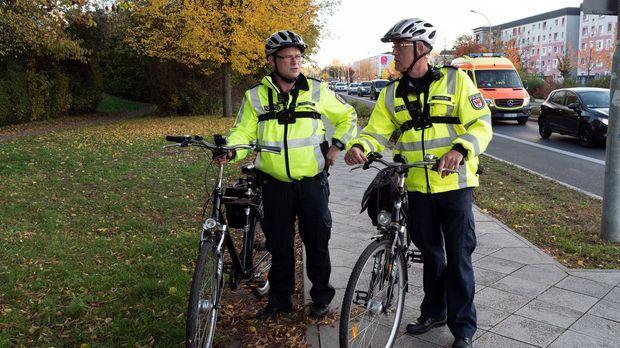 Achtung Kontrolle - Achtung Kontrolle! - Thema U.a.: Ohne Licht Und Ohne Bremsen - Fahrradpolizei Neuruppin
