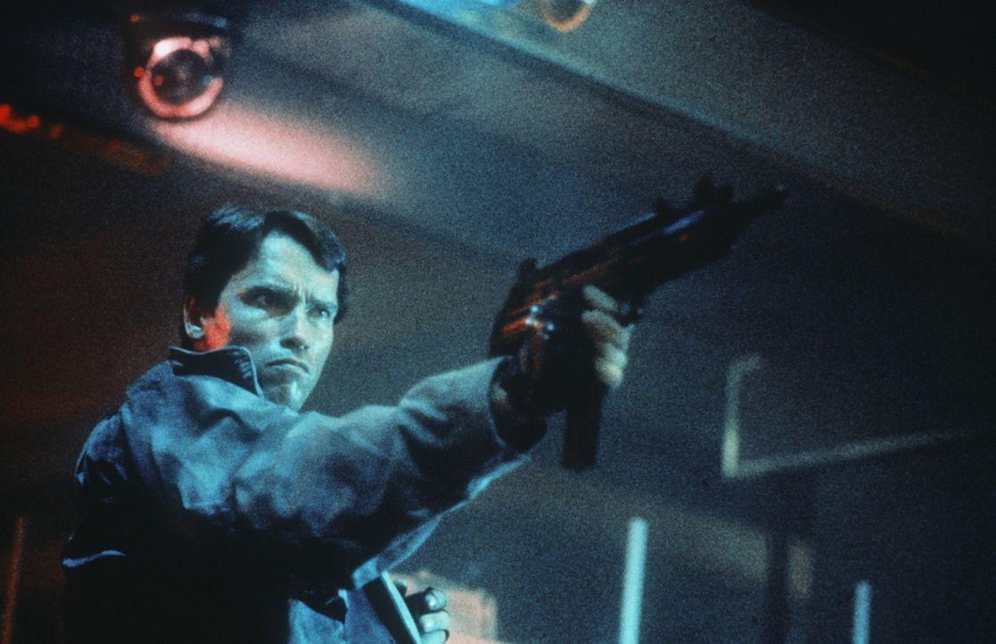 Ein nahezu unzerstörbarer Killer-Computer in Menschengestalt kommt aus der Zukunft mit einem tödlichen Auftrag: Der Terminator (Arnold Schwarzeneg... - Bildquelle: Orion Pictures Corporation
