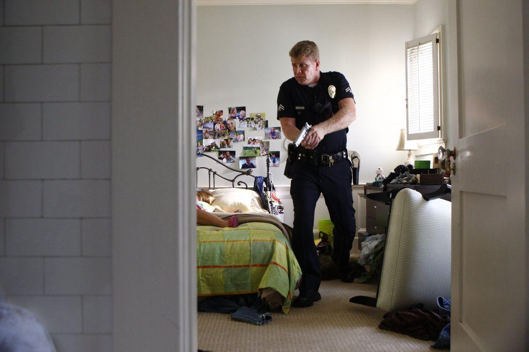 Officer John Cooper (Michael Cudlitz) macht eine grausame Entdeckung ... - Bildquelle: Warner Brothers