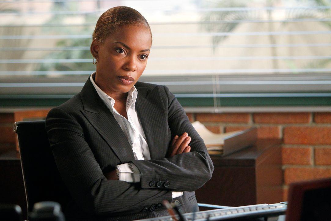 Gemeinsam mit ihrem Team ermittelt Madeleine Hightower (Aunjanue Ellis) in einem neuen Fall ... - Bildquelle: Warner Brothers