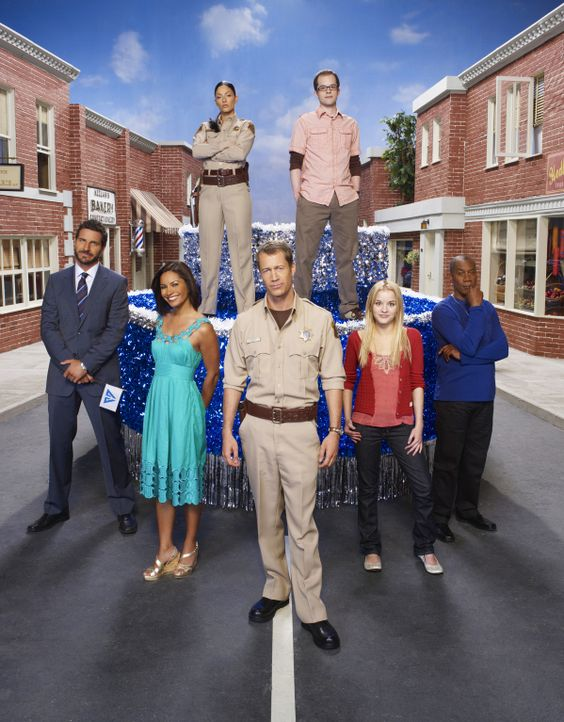 (3. Staffel) - Eureka - Die geheime Stadt: Jack Carter (Colin Ferguson, vorne M.), Nathan Stark (Ed Quinn, vorne l.), Allison Blake (Salli Richardso... - Bildquelle: Universal Television