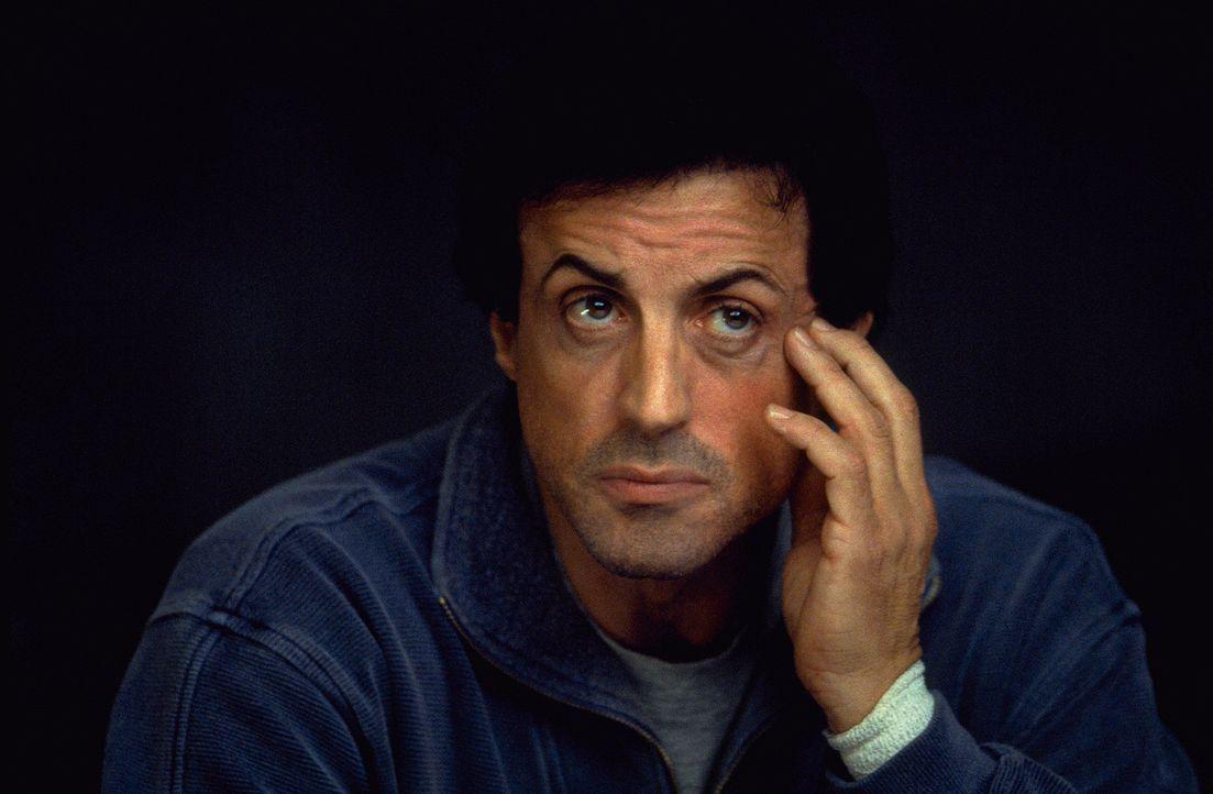FBI-Agent Jake Malloy (Sylvester Stallone) ist völlig am Boden zerstört: Er hat bereits mehrere seiner Kollegen verloren, die Opfer eines grausame... - Bildquelle: Universal Pictures