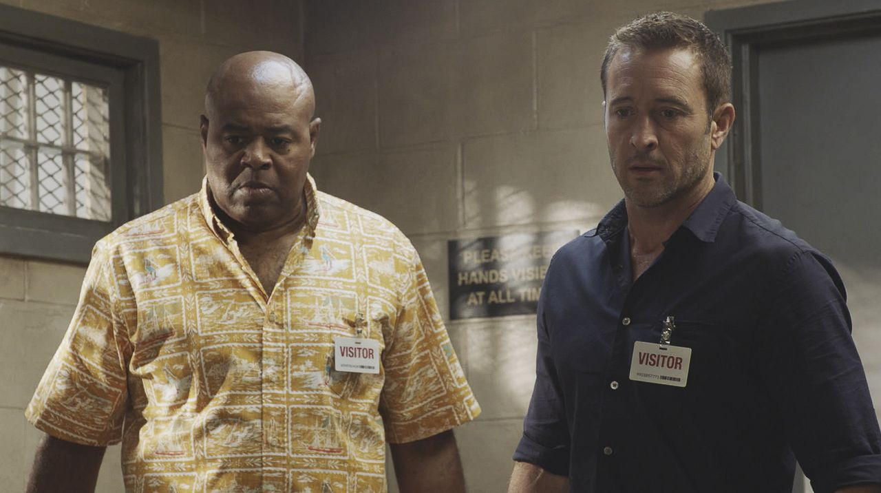 Lou Grover (Chi McBride, l.); Steve McGarrett (Alex O'Loughlin, r.) - Bildquelle: 2019 CBS Broadcasting, Inc. All Rights Reserved