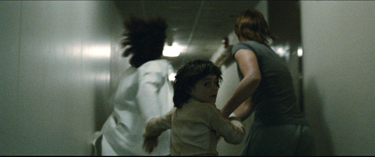 Kann Daniel (Vetle Qvenild Werring, M.) dem durchgeknallten Killer entkommen? - Bildquelle: Fantefilm Fiksjon