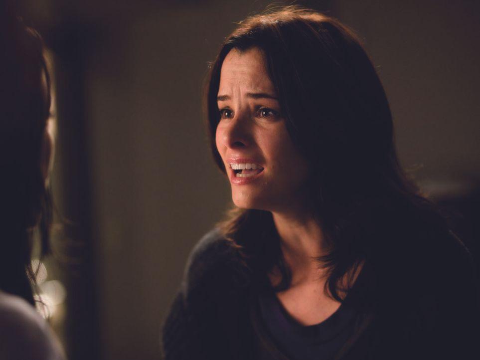 Nach und nach befürchtet Helen (Parker Posey), dass ihre Schwester die schwere OP nicht unbeschadet überstanden hat ...