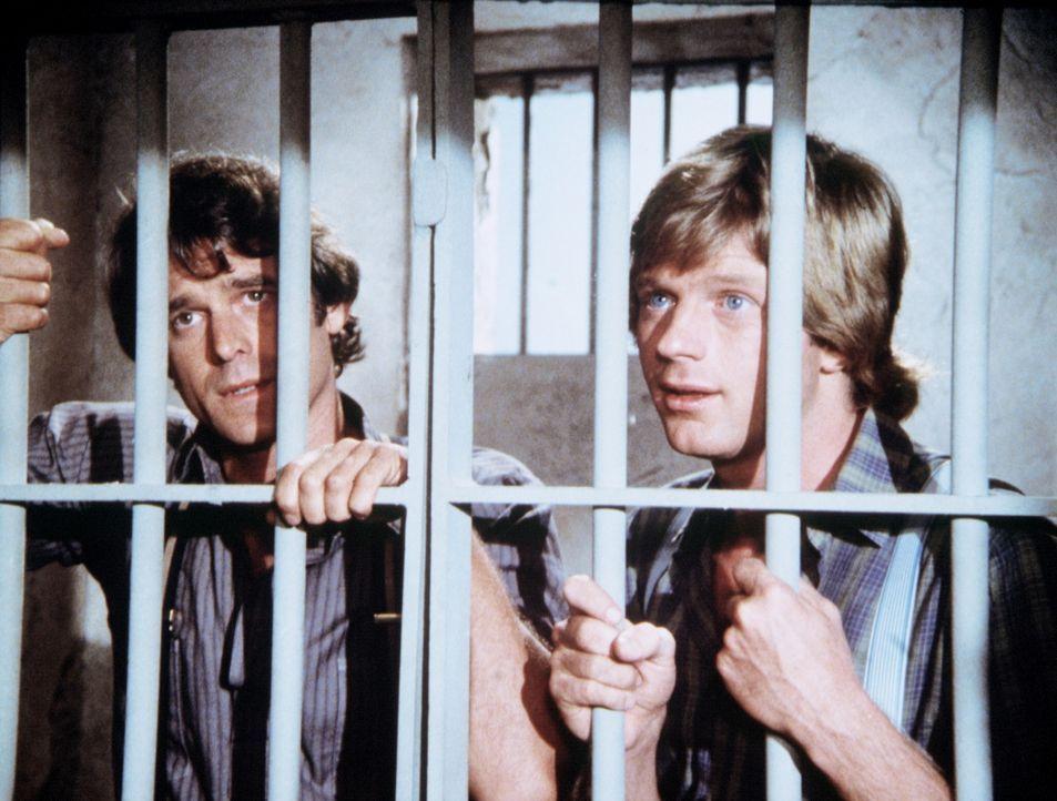 Almanzo Wilder (Dean Butler, r.) und John Carter (Stan Ivar, l.) sitzen hinter Gittern, weil der Sheriff sie für Mitglieder der Younger-Bande hält. - Bildquelle: Worldvision