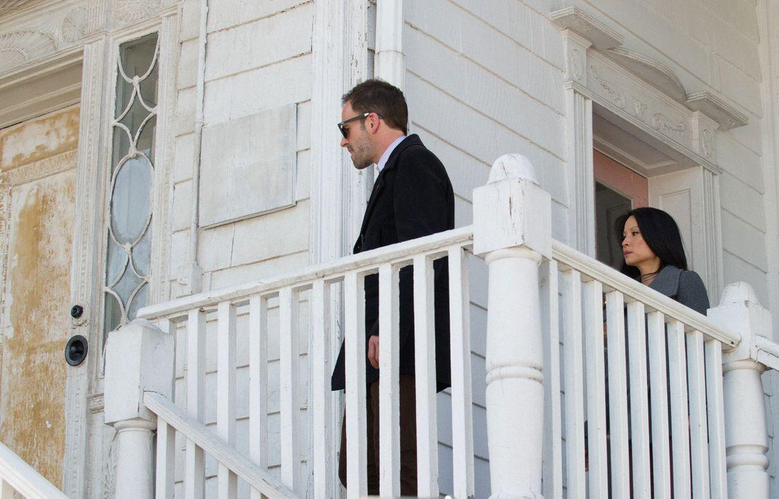 Bei den Ermittlungen: Sherlock Holmes (Jonny Lee Miller, l.) und Joan Watson (Lucy Liu, r.) ... - Bildquelle: CBS Television