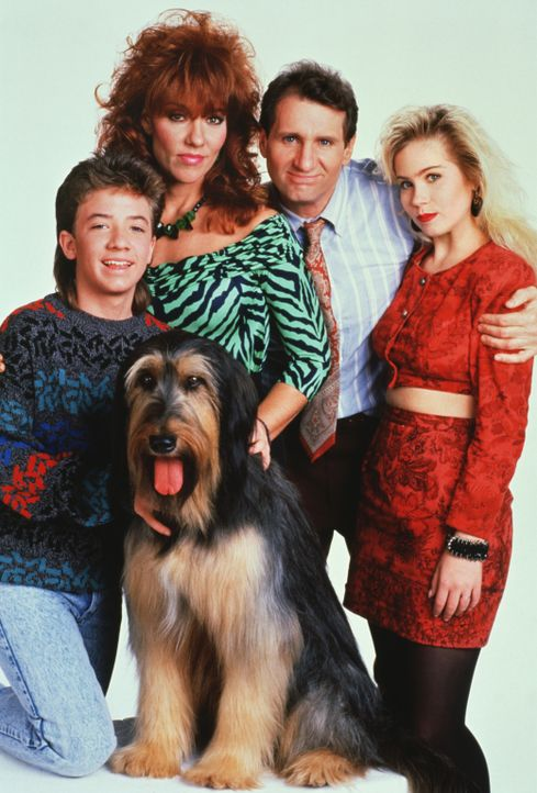 (4. Staffel) - Eine schrecklich nette Familie (v.l.n.r.): Bud (David Faustino), Peggy (Katey Sagal), Al Bundy (Ed O'Neil) und Kelly (Christina Apple... - Bildquelle: 1989, 1990 ELP Communications. All Rights Reserved.