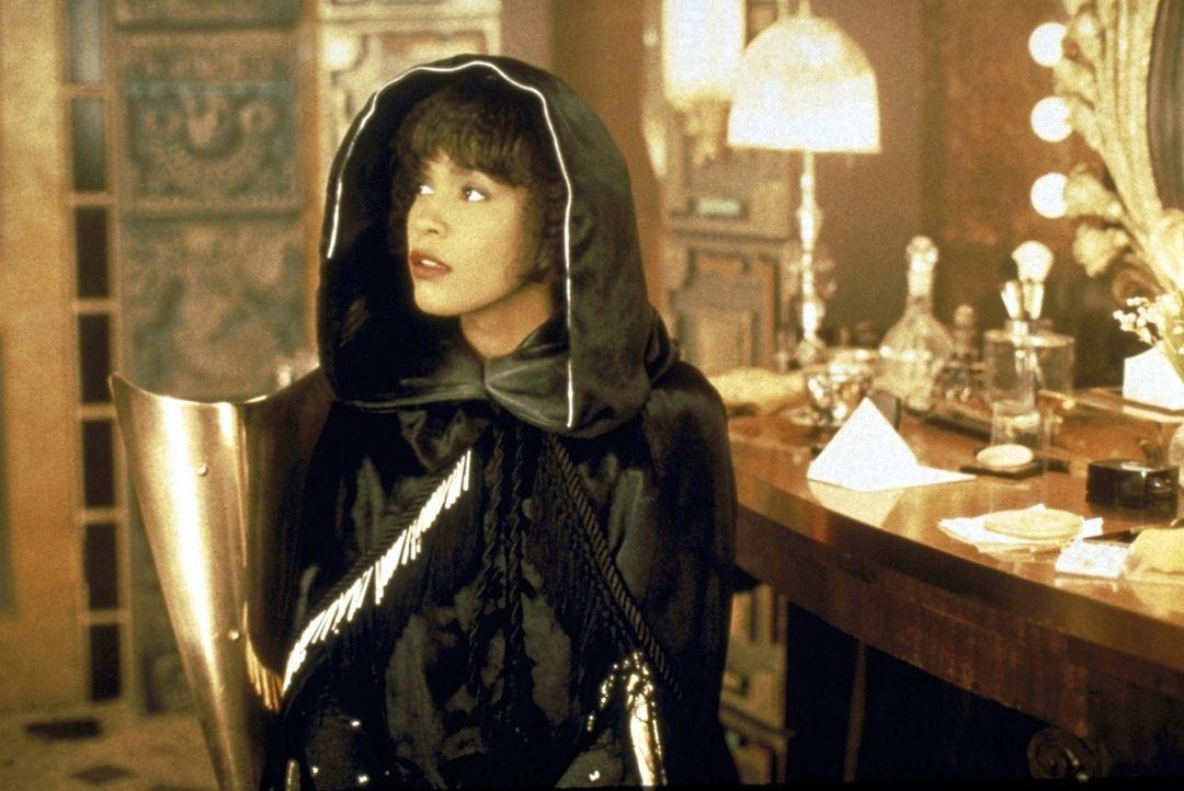 Der vielumjubelte Popstar Rachel Marron (Whitney Houston) erhält ernstzunehmende Drohbriefe. - Bildquelle: Warner Bros.