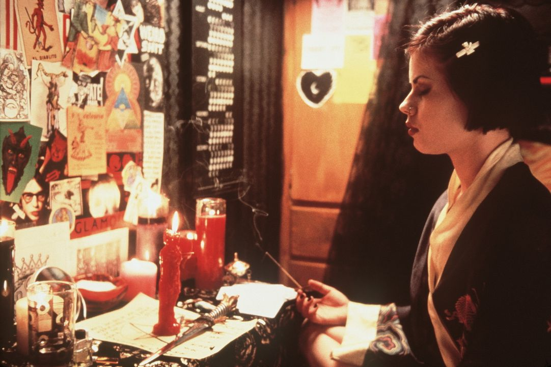 Ihre neue Macht als Hexen wächst den Mädchen bald über den Kopf, und besonders Nancy (Fairuza Balk) verfällt immer mehr dem Bösen: Das wird kla... - Bildquelle: Copyright   1996 Columbia Pictures Industries, Inc. All Rights Reserved.