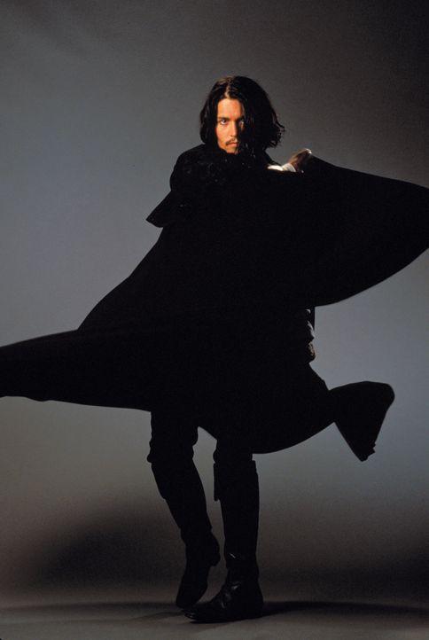 Mit schwarzem Umhang und seinem Degen zieht Don Juan (Johnny Depp) durch die Straßen New Yorks, um sich den Frauen hinzugeben. Weil er über eine A... - Bildquelle: Warner Bros.