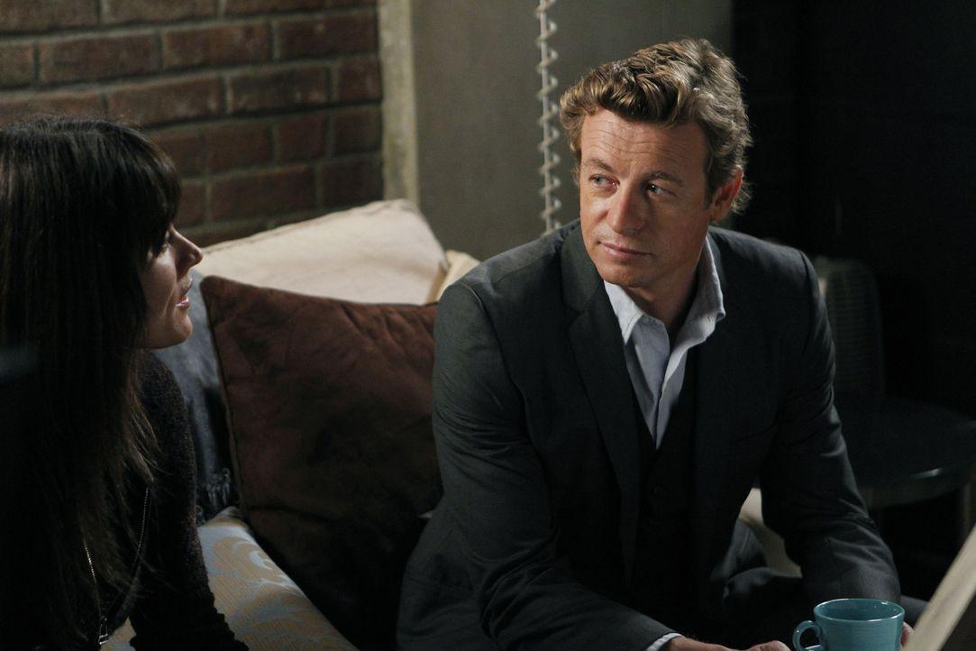 Ermitteln in einem neuen Fall: Patrick Jane (Simon Baker, r.) und Teresa Lisbon (Robin Tunney, l.) ... - Bildquelle: Warner Bros. Television
