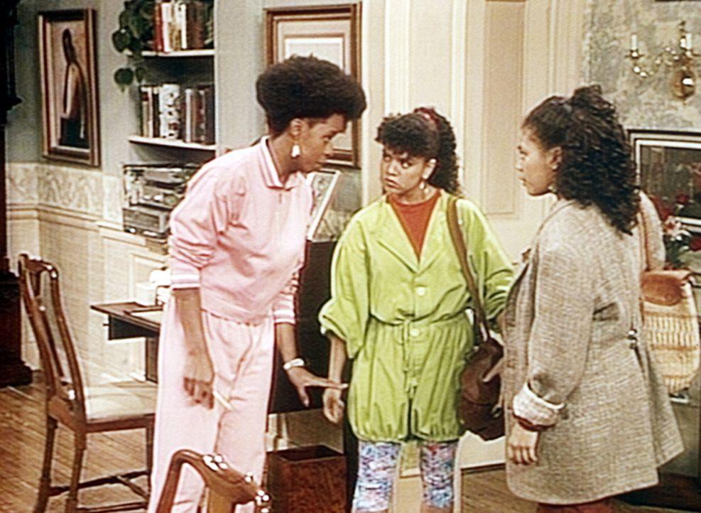 Kara (Elizabeth Narvaez, M.) und Janet (Pam Potillo, r.) werden Vanessa (Tempsett Bledsoe, l.) am Abend mit zu einem Konzert nehmen, vielleich hilft... - Bildquelle: Viacom