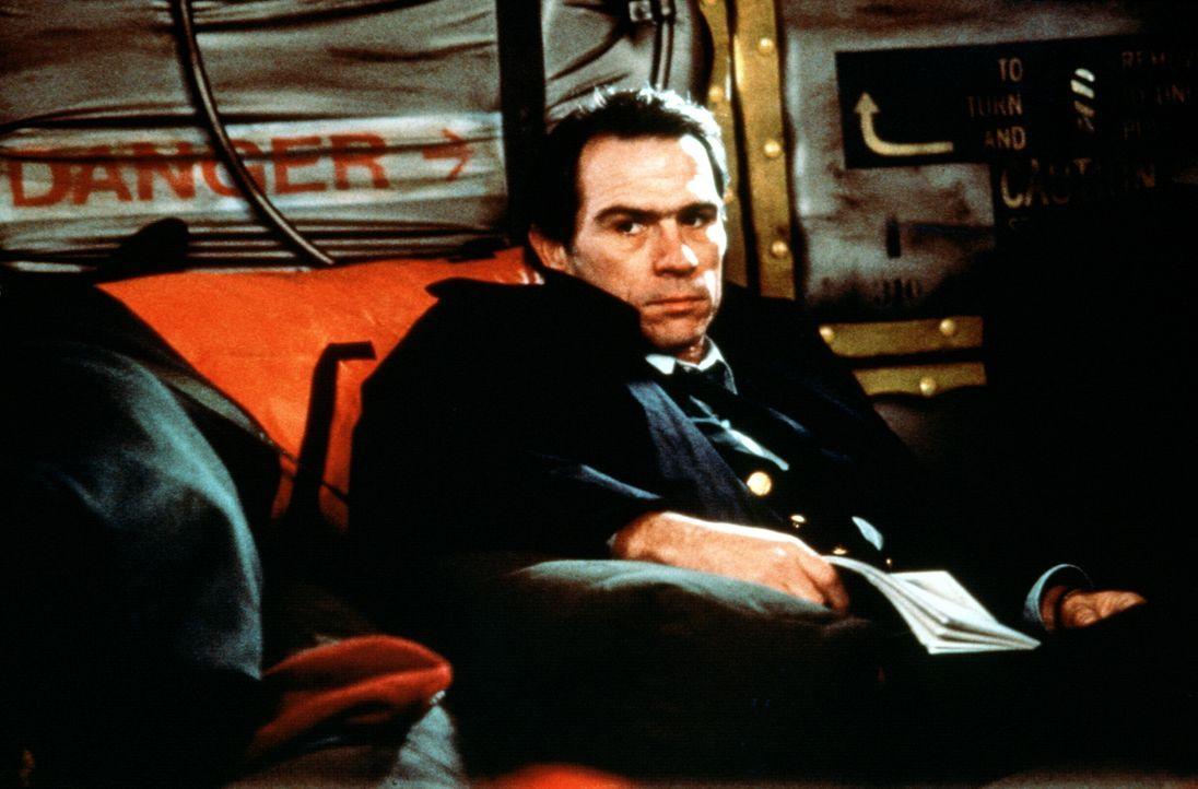 Ist Thomas Byette (Tommy Lee Jones) der Mann, der den amerikanischen und den russischen Präsidenten ermorden soll? - Bildquelle: Orion Pictures Corporation