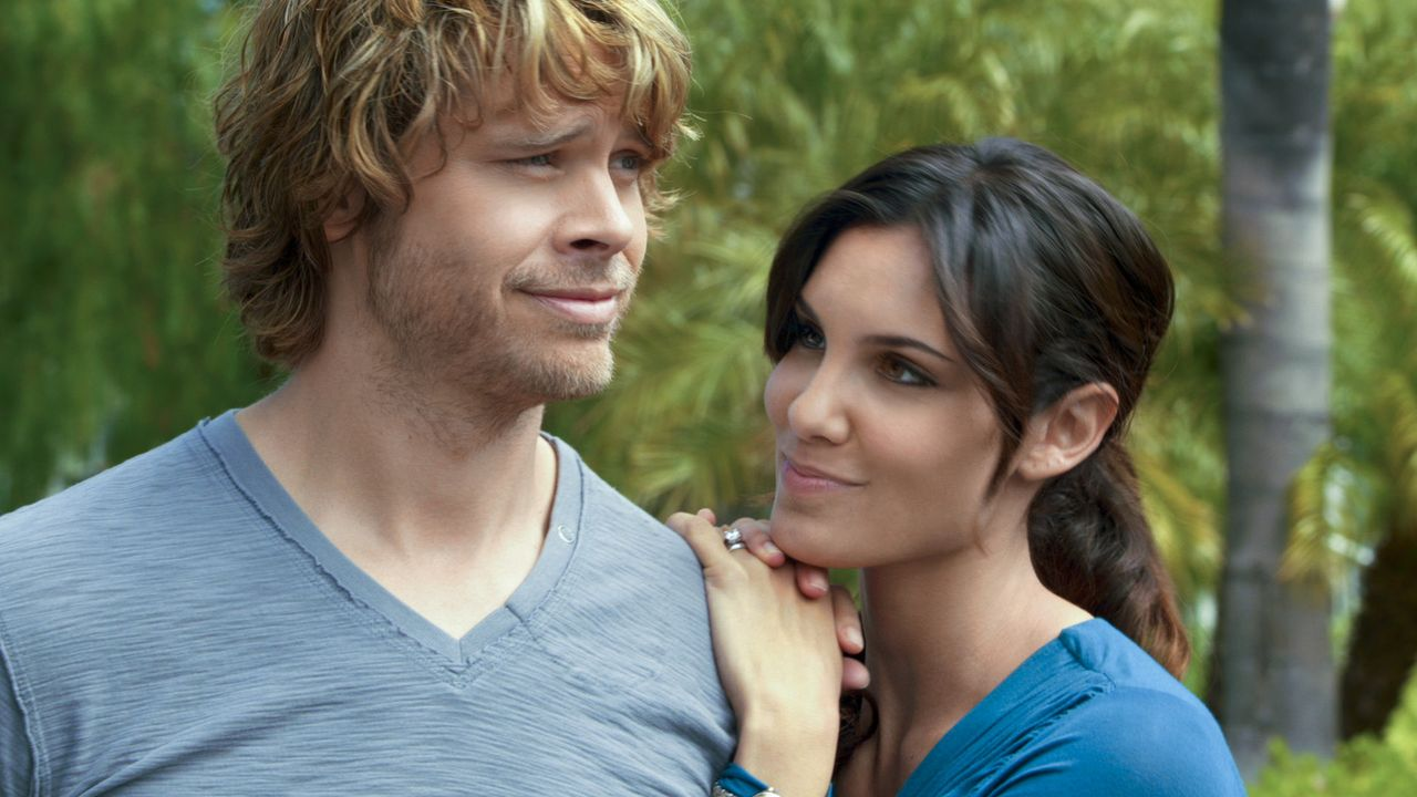 Um einen neuen Fall zu lösen, müssen Kensi (Daniela Ruah, r.) und Deeks (Eric Christian Olsen, l.) undercover als Ehepaar ermitteln ... - Bildquelle: CBS Studios Inc. All Rights Reserved.