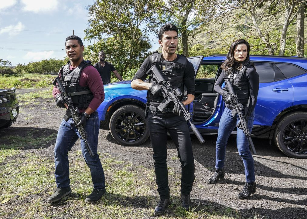 (v.l.n.r.) Junior Reigns (Beulah Koale); Adam Noshimuri (Ian Anthony Dale); Quinn Liu (Katrina Law) - Bildquelle: Karen Neal 2020 CBS Broadcasting, Inc. All Rights Reserved / Karen Neal