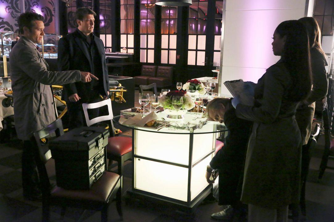In einem edlen Restaurant wird ein Kollege des erfolgreichen Jungunternehmers Erik Vaughn ermordet. Kevin Ryan (Seamus Dever, l.), Richard Castle (N... - Bildquelle: ABC Studios