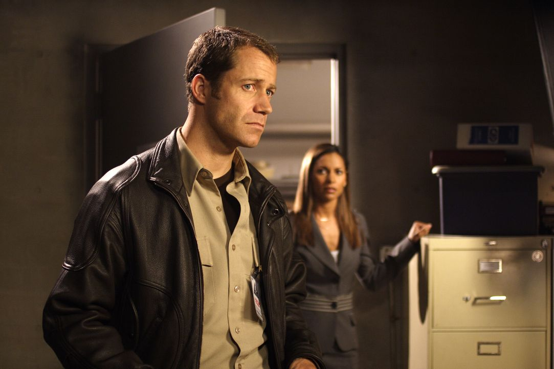 Ahnen nicht, dass sie kurz vor einem Atomkrieg stehen: Jack Carter (Colin Ferguson, l.) und Allison Blake (Salli Richardson-Whitfield, r.) ... - Bildquelle: Universal Television