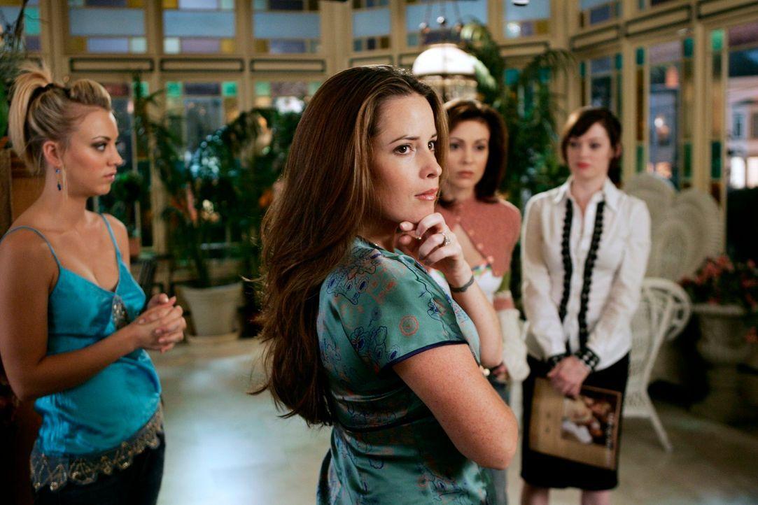 Im Kampf gegen das Böse: Paige (Rose McGowan, r.), Piper (Holly Marie Combs, 2.v.l.), Billie (Kaley Cuoco, l.) und Phoebe (Alyssa Milano, 2.v.r.) ... - Bildquelle: Paramount Pictures