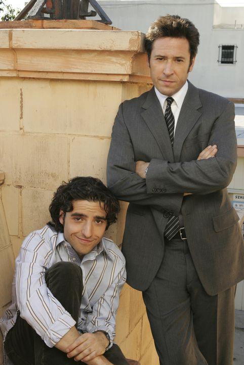 (2. Staffel) - Gemeinsam lösen die Brüder Don (Rob Morrow, r.) und Charlie (David Krumholtz, l.) Fälle des FBI - allerdings hochgradig wissenschaftl... - Bildquelle: Paramount Network Television