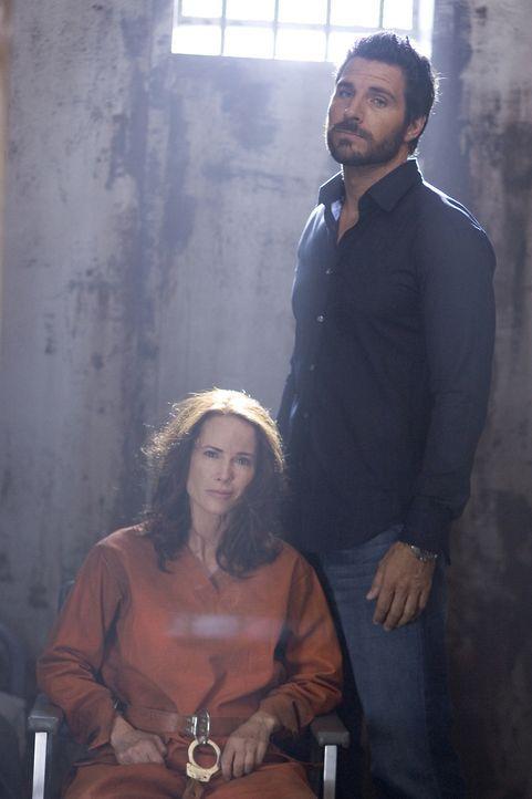 Wird Stark (Ed Quinn, r.) Beverly (Debrah Farentino, l.) aus ihrer Zelle in Guantanamo befreien können? - Bildquelle: Universal Television