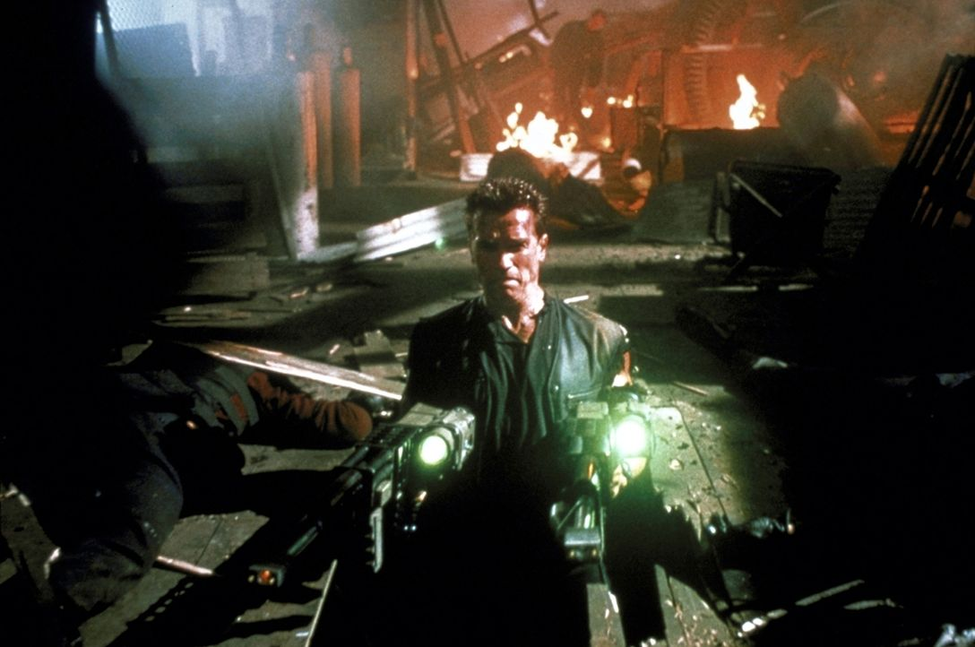 Ein erbitterter Kampf beginnt: John (Arnold Schwarzenegger) ... - Bildquelle: Warner Brothers International Television Distribution Inc.