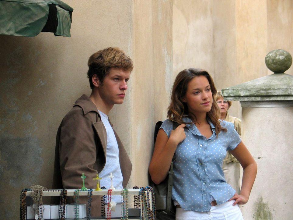 Eines Tages lädt die attraktive Stella (Alicja Bachleda-Curus, r.) ihren Klassenkameraden David (Mirko Lang, l.) zu einer Party ein. Dort kommt es z... - Bildquelle: ProSieben ProSieben