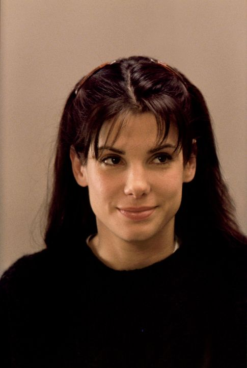 Lucy Moderatz (Sandra Bullock) arbeitet als Kassiererin bei den Verkehrsbetrieben von Chicago und hat ein Problem: Obwohl sie nett, charmant und gut... - Bildquelle: Michael P. Weinstein Hollywood Pictures. All Rights Reserved. / Michael P. Weinstein