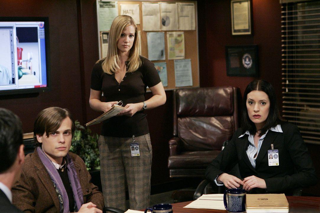 Versuchen einen neuen Fall zu lösen: Reid (Matthew Gray Gubler, l.), JJ (AJ Cook, M.) und Emily Prentiss (Paget Brewster, r.) ... - Bildquelle: Touchstone Television