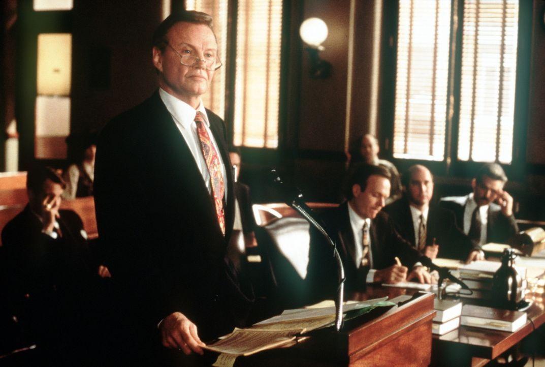 Eiskalt lehnt Versicherungsanwalt Leo F. Drummond (Jon Voight) jegliche Zahlung ab ... - Bildquelle: Paramount Pictures