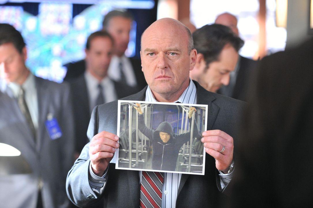 Für Special Agent Brendan Johnson (Dean Norris) geht der Wettlauf mit der Zeit weiter ... - Bildquelle: 2012 American Broadcasting Companies, Inc. All rights reserved.