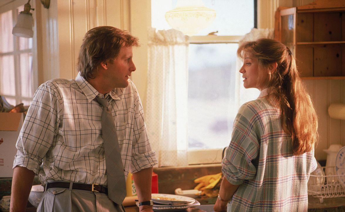 Dr. Ross Jennings (Jeff Daniels, l.) hat sich mit seiner Frau Molly Jennings (Harley Jane Kozak, r.) und seinen Kindern in einer ländlichen Kleinsta... - Bildquelle: Hollywood Picturest