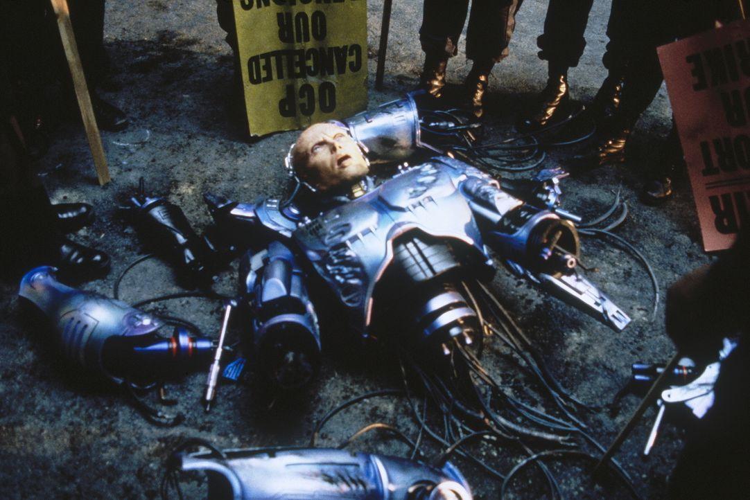 """Die Herren vom Industrieverbund """"Omni Consumer Products"""" sehen ihre Chance gekommen, Detroit übernehmen zu können. Das Ende des friedfertigen Roboco... - Bildquelle: Orion Pictures Corp."""