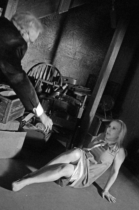 """In schrecklichen Alpträumen findet sich Allison (Patricia Arquette, r.) im Film """"Die Nacht der lebenden Toten"""" in der Rolle der Barbara wieder ... - Bildquelle: Paramount Network Television"""