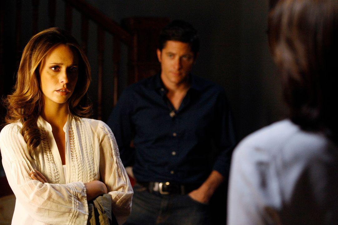 Unerwartet taucht Beth (Anne Archer, r.) bei Jim (David Conrad, M.) und Melinda (Jennifer Love Hewitt, l.) auf ... - Bildquelle: ABC Studios