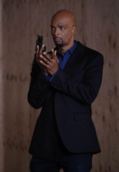 Eine Reihe brutaler Verbrechen führt Murtaugh (Damon Wayans) und Riggs zu einer Kirche. Während sie ermitteln, passiert ein neues Verbrechen ... - Bildquelle: 2016 Warner Brothers