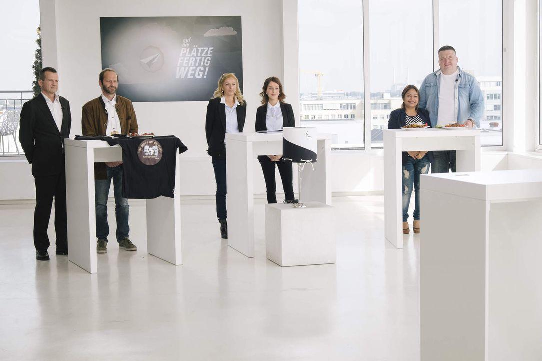 Welche ihrer Business-Ideen hat die besten Erfolgsaussichten? Gaston (l.) und Robert (2.v.l.), Janina (3.v.l.) und Elisa (3.v.r.) und Yot (2.v.r.) m... - Bildquelle: Stefan Hobmaier kabel eins