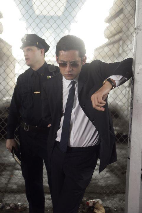 Wer ist der Fremde, der seinen Kollegen ins Krankenhaus gebracht hat? Danny Taylor (Enrique Murciano) möchte das unbedingt herausfinden ... - Bildquelle: Warner Bros. Entertainment Inc.
