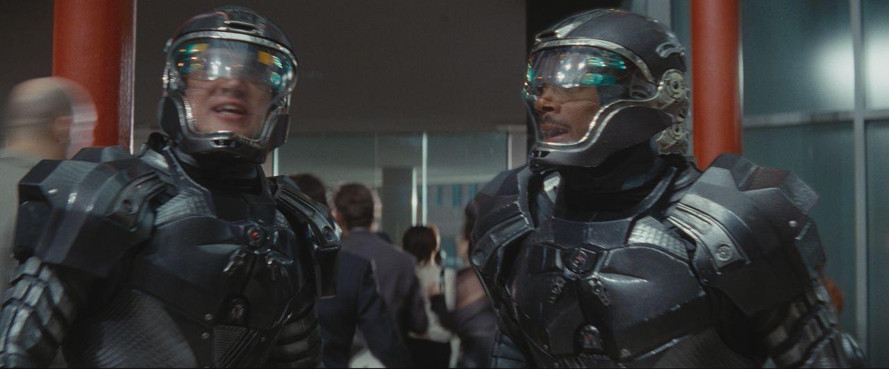 Steigen bei den G.I. Joes ein: die beiden Elitesoldaten Duke (Channing Tatum, l.) und Ripcord (Marlon Wayans, r.) ... - Bildquelle: 2009 Paramount Pictures Corporation. All Rights Reserved.