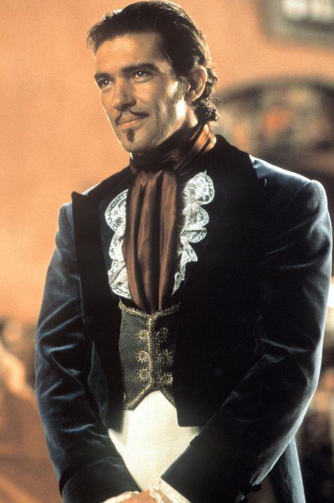 Keiner weiß, dass Alejandro (Antonio Banderas) noch eine geheime Identität als Zorro besitzt ... - Bildquelle: Columbia Pictures