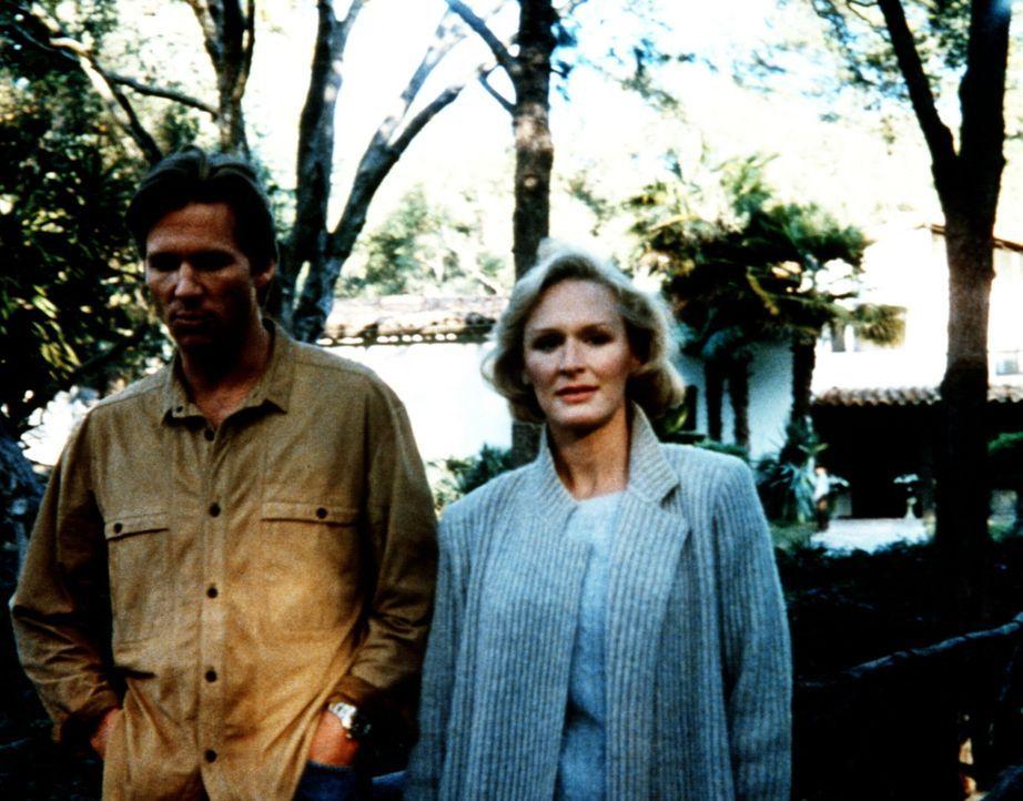 Nach dem Mord an einer reichen Verlegerin steht deren Gatte Jack Forrester (Jeff Bridges, l.) unter Mordverdacht. Teddy Barnes (Glenn Close, r.) sol... - Bildquelle: Columbia Pictures